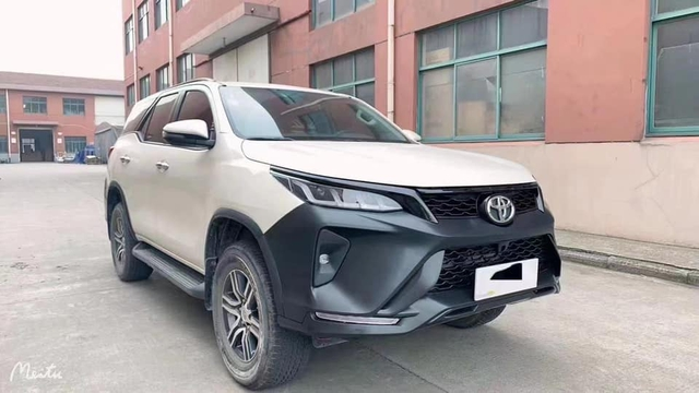Biến Toyota Fortuner đời cũ thành bản Legender với giá 48 triệu đồng - Lựa chọn ít tốn kém cho dân chơi xe Việt Nam - Ảnh 1.