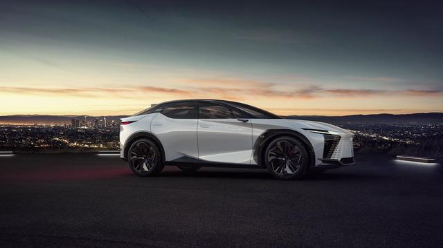 Xe Lexus hứa hẹn sẽ lái 'hay' và tốc độ hơn trong tương lai
