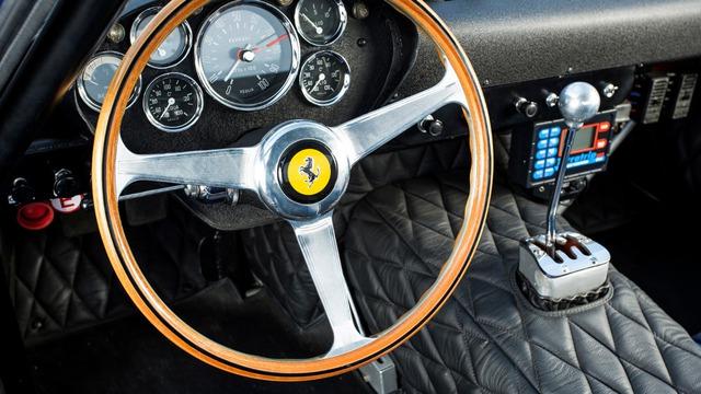 Mẫu siêu xe Ferrari này là minh chứng của câu nói 'đắt như vàng' - Ảnh 4.