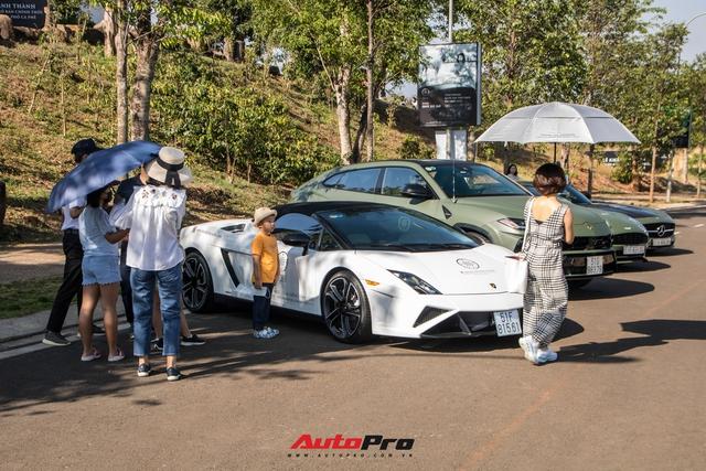 Phản ứng của người dân khi thấy dàn xe hơn 100 tỷ đồng của ông Đặng Lê Nguyên Vũ: Bugatti Veyron chiếm trọn spotlight - Ảnh 2.