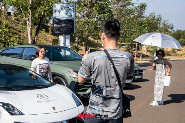 Phản ứng của người dân khi thấy dàn xe hơn 100 tỷ đồng của ông Đặng Lê Nguyên Vũ: Bugatti Veyron chiếm trọn spotlight - Ảnh 9.