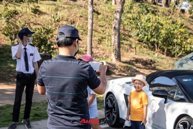 Phản ứng của người dân khi thấy dàn xe hơn 100 tỷ đồng của ông Đặng Lê Nguyên Vũ: Bugatti Veyron chiếm trọn spotlight - Ảnh 10.