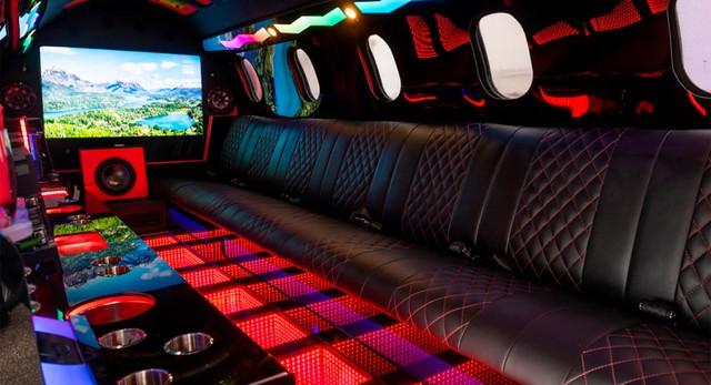 Limo lai máy bay đầu tiên thế giới: Giá không dưới 115 tỷ, hát karaoke trên trời, tặng kèm xe bán tải - Ảnh 4.