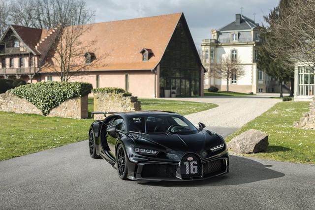Bugatti Chiron thứ 300 ra lò: Giá quy đổi đã hơn 92 tỷ, tuỳ biến tận răng theo ý đại gia - Ảnh 1.
