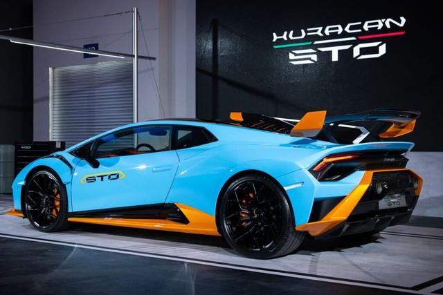 Doanh nhân kinh doanh lan đột biến mua Lamborghini Huracan phiên bản đua đầu tiên tại Việt Nam - Ảnh 4.