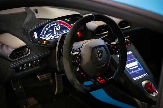 Doanh nhân kinh doanh lan đột biến mua Lamborghini Huracan phiên bản đua đầu tiên tại Việt Nam - Ảnh 3.
