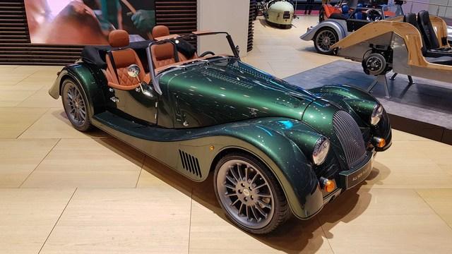Morgan Plus Six 2021 chào hàng đại gia Việt: Giá hơn 8 tỷ, vỏ xe cổ, ruột BMW với động cơ Z4 M mạnh mẽ - Ảnh 1.