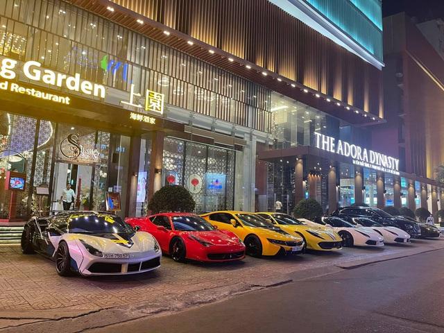 Dàn siêu xe gần trăm tỷ hội ngộ tại Sài Gòn: Ferrari chiếm áp đảo, BMW i8 của Bùi Tiến Dũng cũng góp mặt - Ảnh 3.
