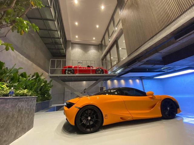 Gara ô tô chật ních siêu xe của nữ doanh nhân cà phê bỗng xuất hiện một Honda Dream lạc lõng - Ảnh 4.