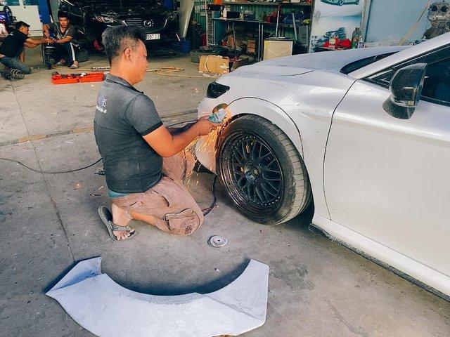 Dân chơi Tây Ninh lột xác Toyota Camry với diện mạo có 1-0-2: Chi phí ước tính lên tới hàng trăm triệu đồng - Ảnh 2.