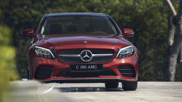 Mercedes C 180 AMG giá 1,5 tỷ tại VN: Thêm 100 triệu để như C 300, vẫn động cơ nhỏ nhưng có một điểm thay đổi vận hành - Ảnh 1.