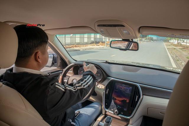 Đổi từ Mercedes-Benz GLC sang VinFast Lux SA2.0, giám đốc 8X đánh giá: Hơn vận hành, thua hoàn thiện, cần thêm tính năng an toàn - Ảnh 6.