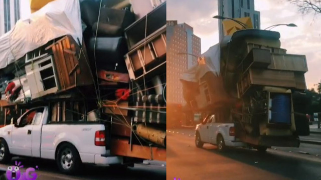 Kinh hãi cảnh bán tải Ford chở theo cả ngôi nhà giữa phố như hung thần