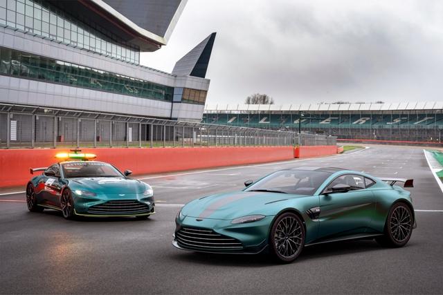 Aston Martin Vantage co them ban dac biet lay cam hung tu xe an toan