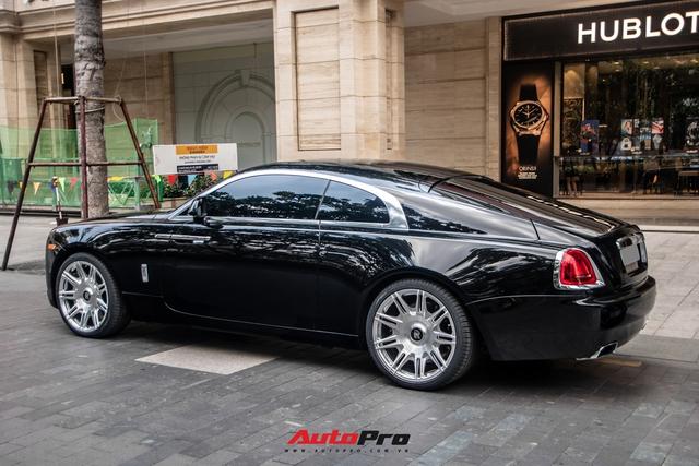 Vợ chồng doanh nhân Nguyễn Quốc Cường chạy Rolls-Royce Wraith đi tậu đồng hồ mới, mâm xe là điểm nhấn đáng chú ý - Ảnh 6.