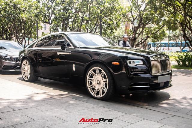 Vợ chồng doanh nhân Nguyễn Quốc Cường chạy Rolls-Royce Wraith đi tậu đồng hồ mới, mâm xe là điểm nhấn đáng chú ý - Ảnh 7.
