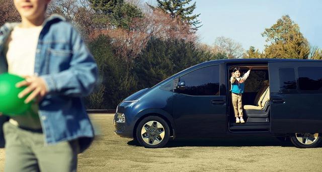 Hyundai Staria lần đầu tung ảnh full trong ngoài - Đối thủ mà Kia Sedona cần dè chừng khi về Việt Nam - Ảnh 8.