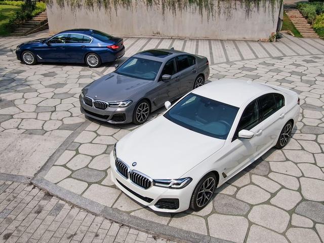 Đây là khác biệt 3 bản BMW 5-Series 2021 vừa ra mắt Việt Nam: Mua 530i M Sport, hay chọn 520i Luxury để tiền dư mua thêm Kia Seltos - Ảnh 1.