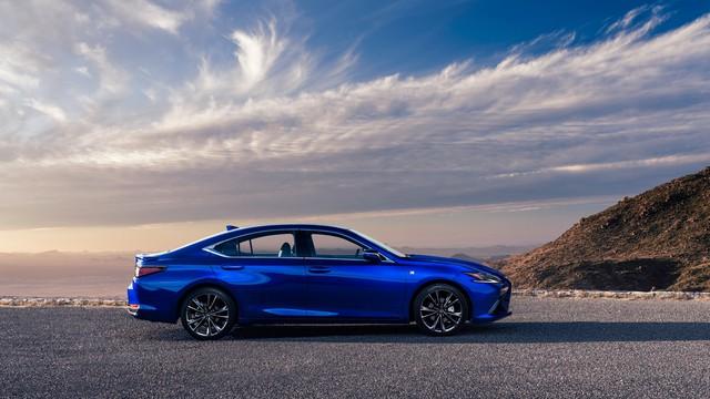 Lexus ES 2022 ra mắt: Bổ sung phiên bản, trang bị mới đấu Mercedes-Benz E-Class, BMW 5-Series khi về nước - Ảnh 4.