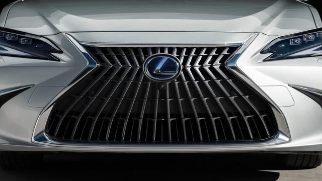 Lexus ES 2022 ra mắt: Bổ sung phiên bản, trang bị mới đấu Mercedes-Benz E-Class, BMW 5-Series khi về nước - Ảnh 2.
