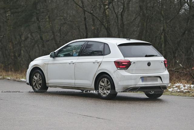 Volkswagen Polo công bố bản cập nhật mới, hé lộ đèn pha cải tiến - Ảnh 1.
