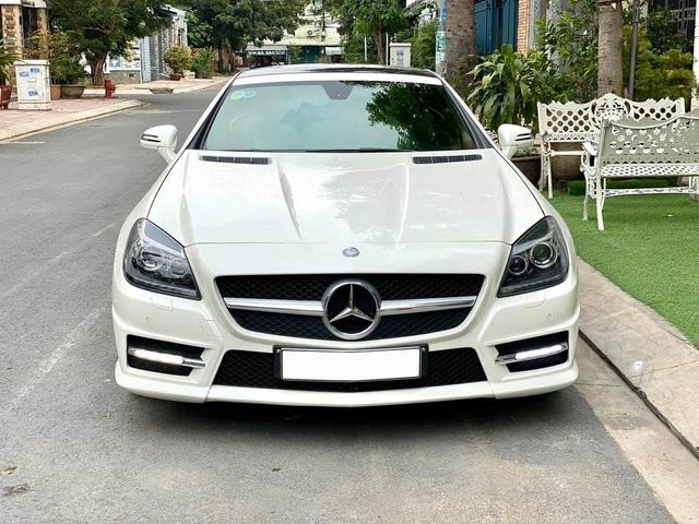 Ngang giá 'đàn em' C 180, đây là chiếc Mercedes-Benz SLK được dân chơi chia sẻ: 'Xe mới không nhất thì nhì Việt Nam' - Ảnh 1.
