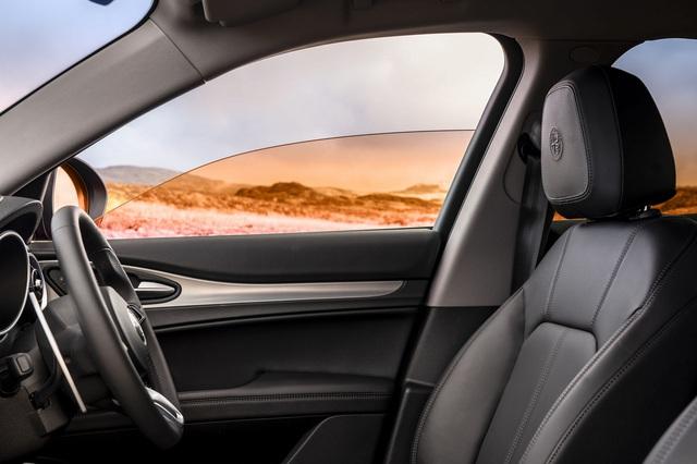 Cá tháng tư của các hãng xe: BMW chơi độc với ý tưởng bỏ đèn xi-nhan, Mercedes giới thiệu nước hoa mùi tri thức - Ảnh 4.