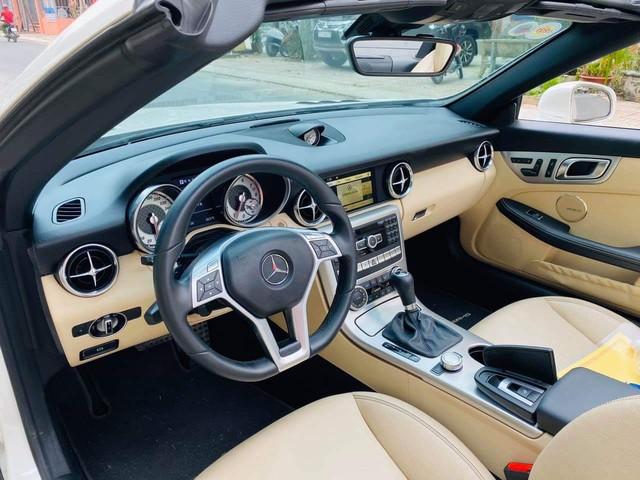 Ngang giá 'đàn em' C 180, đây là chiếc Mercedes-Benz SLK được dân chơi chia sẻ: 'Xe mới không nhất thì nhì Việt Nam' - Ảnh 3.