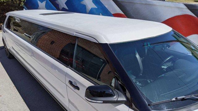 Ford Explorer độ limousine không giống ai: Giữ nguyên hàng ghế 2 và 3, rao bán bán giá quy đổi gần 1,4 tỷ đồng - Ảnh 2.