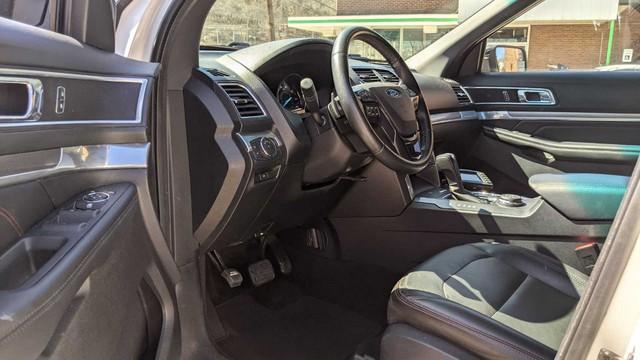 Ford Explorer độ limousine không giống ai: Giữ nguyên hàng ghế 2 và 3, rao bán bán giá quy đổi gần 1,4 tỷ đồng - Ảnh 4.