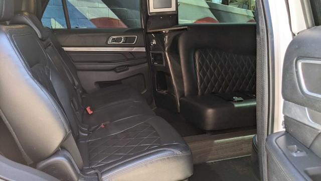 Ford Explorer độ limousine không giống ai: Giữ nguyên hàng ghế 2 và 3, rao bán bán giá quy đổi gần 1,4 tỷ đồng - Ảnh 8.