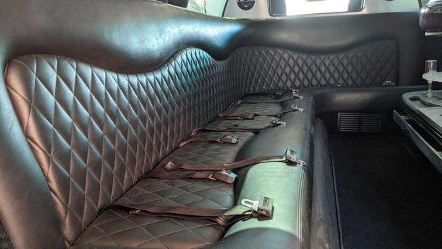 Ford Explorer độ limousine không giống ai: Giữ nguyên hàng ghế 2 và 3, rao bán bán giá quy đổi gần 1,4 tỷ đồng - Ảnh 6.