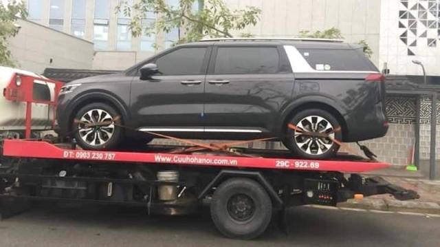 NÓNG: Kia Sedona 2021 đầu tiên về Việt Nam, gắn tên mới Carnival, dự kiến bán chính hãng trong năm nay - Ảnh 1.