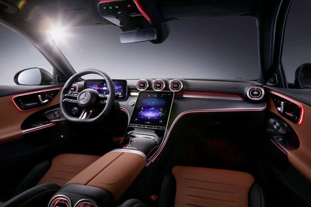 Mercedes-Benz C-Class L ra mắt: 'Mini Maybach' cho đại gia Trung Quốc? - Ảnh 2.