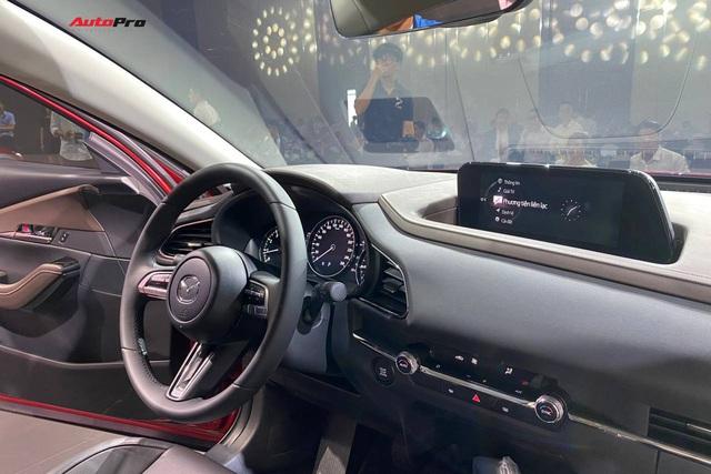 Đánh giá nhanh Mazda CX-30 tại Việt Nam: 2 phiên bản, giá cao nhất gần 900 triệu, đấu Toyota Corolla Cross - Ảnh 5.