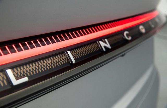Lincoln Zephyr Reflection - Sedan hạng sang có màn hình khủng như rạp phim mà Ford dành cả tâm huyết đầu tư - Ảnh 4.