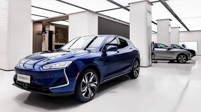 Huawei SF5 – Coupe SUV long lanh đầu tay của ông trùm công nghệ thế giới mới gia nhập làng xe được một tháng