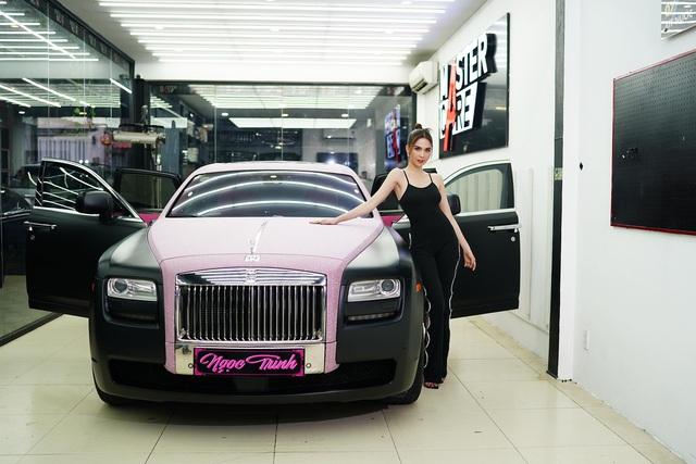 Ngọc Trinh khoe Rolls-Royce Ghost phiên bản Black Pink độc nhất Việt Nam, tiện rao bán Mercedes-Maybach S500 giá 6,5 tỷ đồng - Ảnh 6.