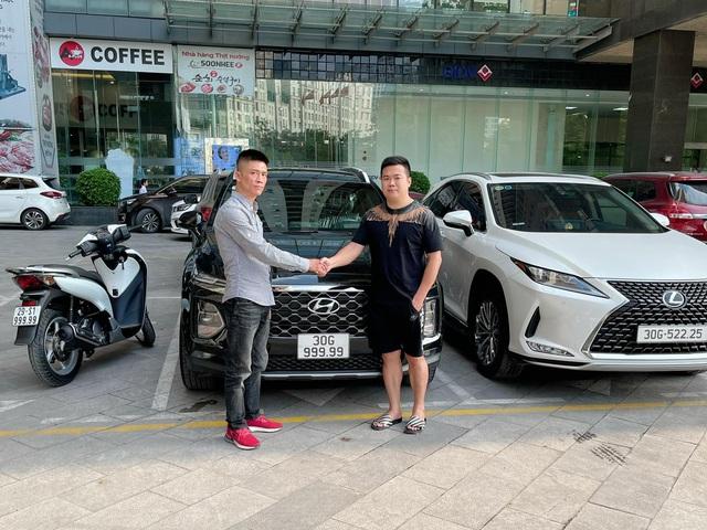 Bàn tay vàng trong làng bốc biển: 5 chủ xe Hyundai Santa Fe tại Hà Nội ẵm 5 biển ngũ quý, sang tay nhanh thu về đôi ba tỷ đồng mỗi chiếc - Ảnh 1.