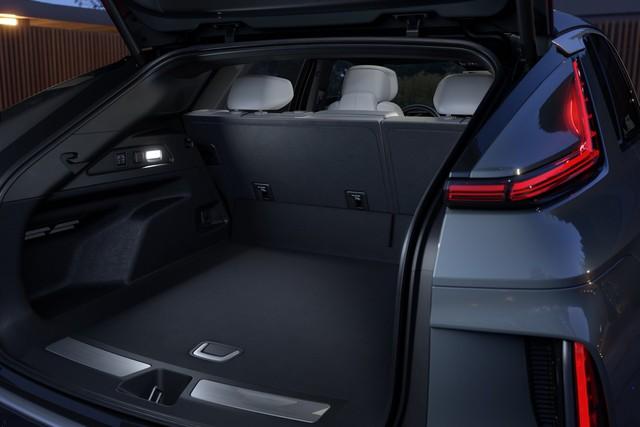 Cadillac Lyriq chính thức có bản hoàn chỉnh với giá quy đổi từ 1,38 tỷ đồng - Ảnh 8.