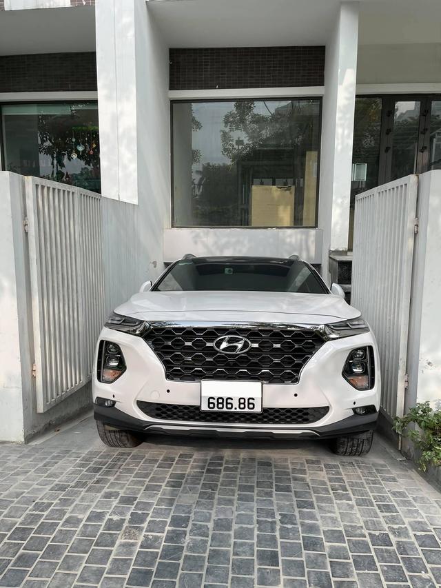 Chạy 20.000km, chủ nhân Hyundai Santa Fe biển 686.86 vẫn tự tin bán xe giá hơn 3 tỷ đồng - Ảnh 3.