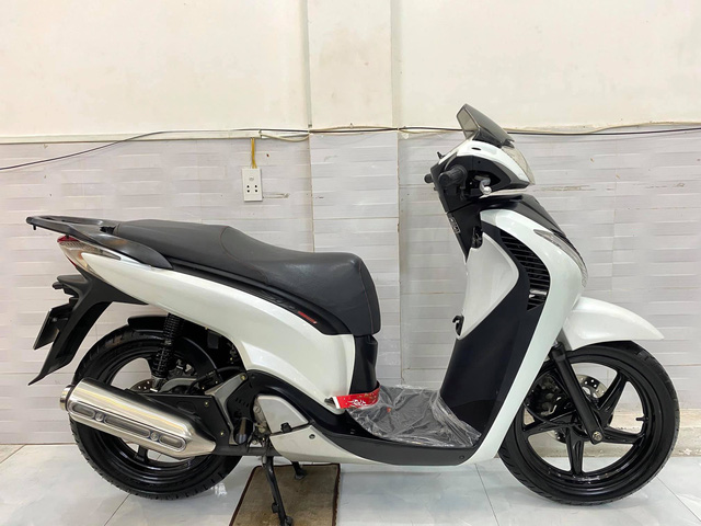 Dân chơi bán Honda SH Ý biển 456.78 giá hơn 400 triệu đồng, CĐM mỉa mai: Mua Kia Morning còn hơn - Ảnh 2.