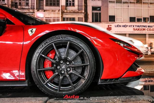 Ferrari SF90 Stradale đầu tiên Việt Nam của đại gia chơi lan Sài Gòn lần đầu lên phố, tụ tập cùng một loạt siêu xe tiếng tăm khác - Ảnh 4.