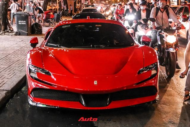 Ferrari SF90 Stradale đầu tiên Việt Nam của đại gia chơi lan Sài Gòn lần đầu lên phố, tụ tập cùng một loạt siêu xe tiếng tăm khác - Ảnh 3.