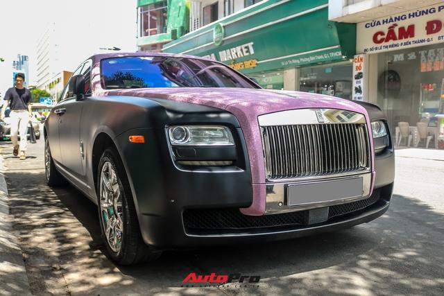 Mặc kệ drama, Ngọc Trinh mang Rolls-Royce Ghost bản Black Pink siêu độc lên phố chơi cuối tuần - Ảnh 6.