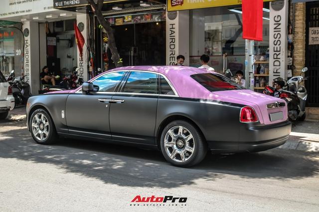 Mặc kệ drama, Ngọc Trinh mang Rolls-Royce Ghost bản Black Pink siêu độc lên phố chơi cuối tuần - Ảnh 9.