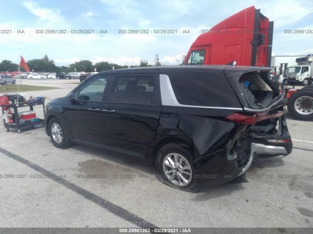 Kia Carnival mới cứng bị tông nát đuôi, mất hơn 400 triệu tiền sửa chữa - Ảnh 1.