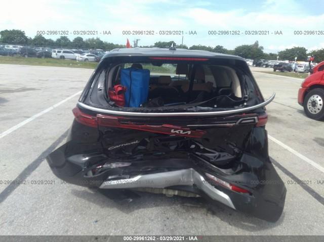 Kia Carnival mới cứng bị tông nát đuôi, mất hơn 400 triệu tiền sửa chữa - Ảnh 2.
