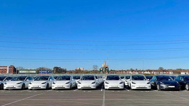Tesla - Hãng xe lãi kỷ lục không nhờ bán xe - Ảnh 1.