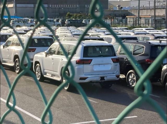 Toyota Land Cruiser đời mới liên tục lộ diện: Mẫu SUV Nhật Bản nhiều khách hàng mong chờ - Ảnh 1.